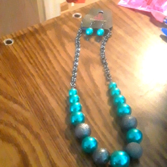 Paparazzi/ Color Me Ceo/ Green Pearly Beads